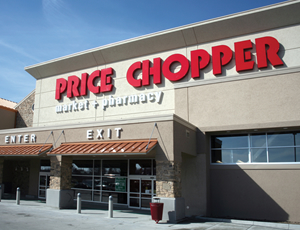 Exterior photo of Price Chopper store front.